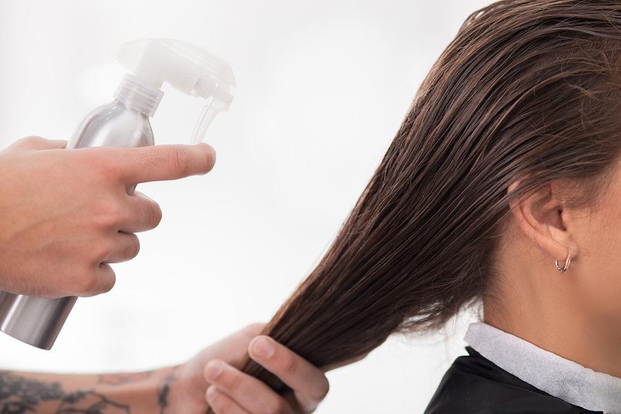mouiller cheveux
