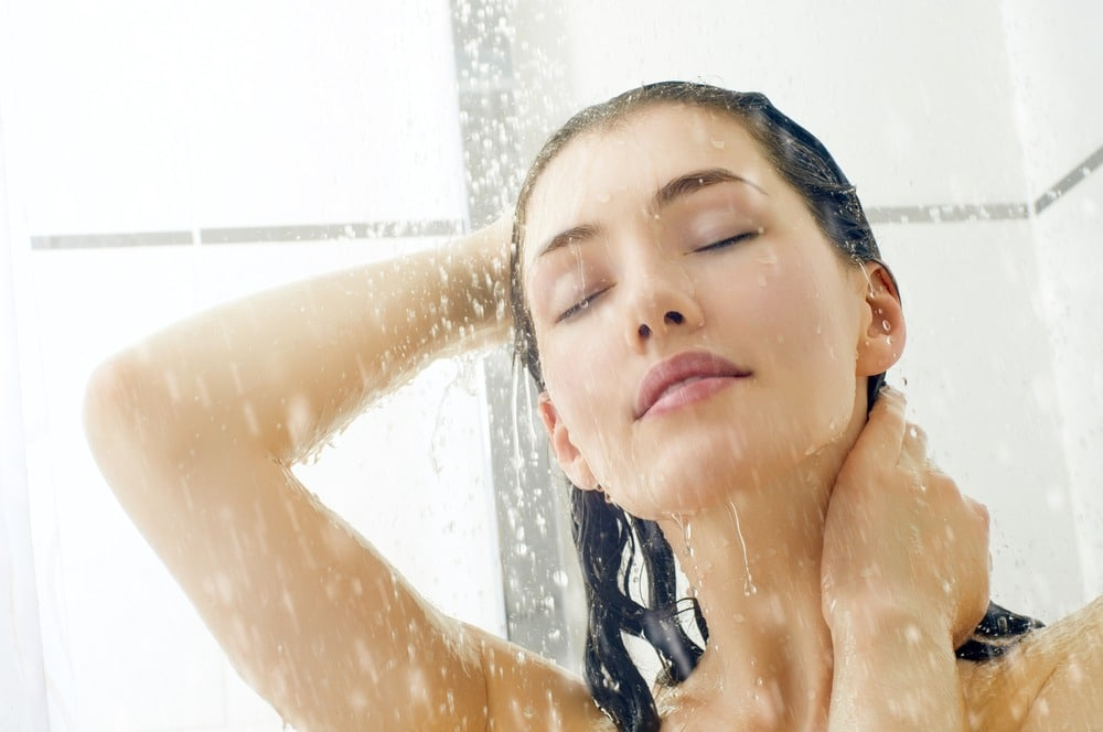 rincer cheveux eau froide
