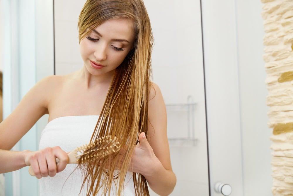 brosser cheveux mouillés