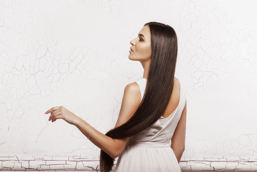 cheveux longs et lisses