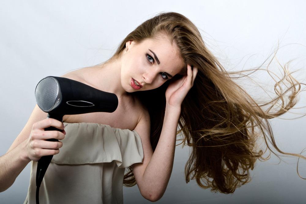 secher cheveux a l'envers