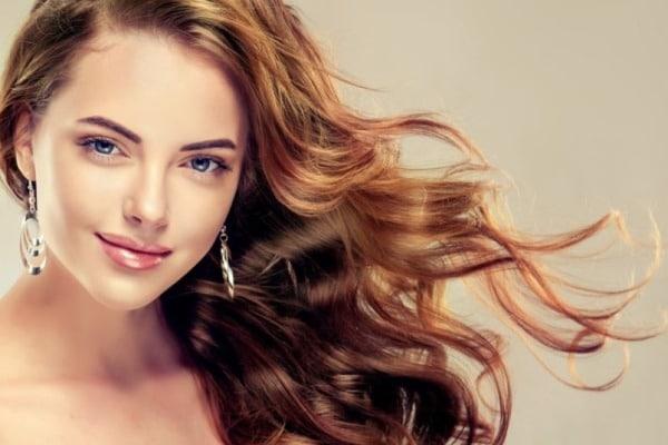 Utiliser les compléments alimentaires pour faire pousser les cheveux plus vite