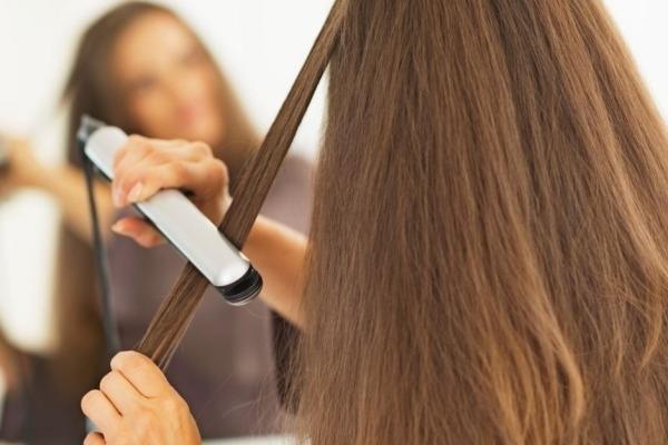 Ne pas trop utiliser le lisseur quand on a des cheveux fins