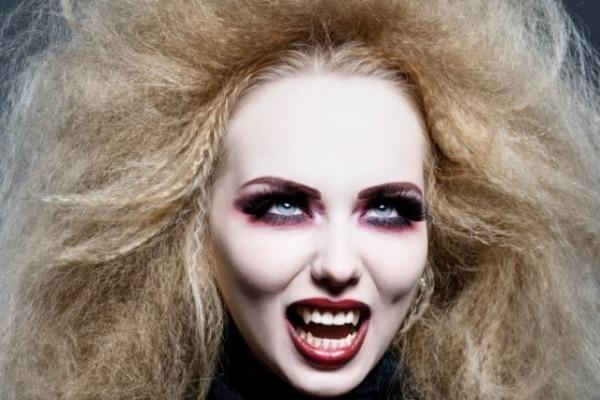 Coiffure de sorcière pour avoir un look terrifiant à Halloween
