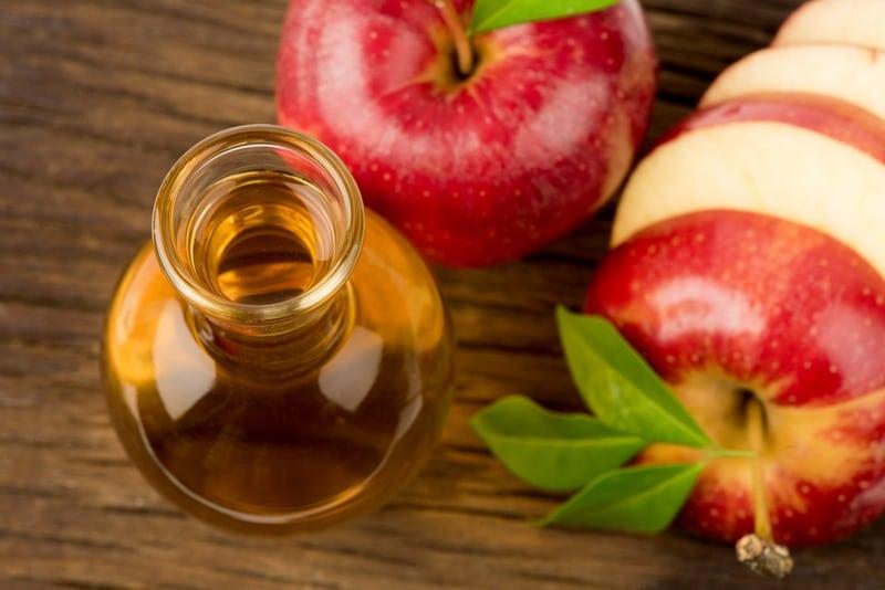 Vinaigre de cidre et pommes