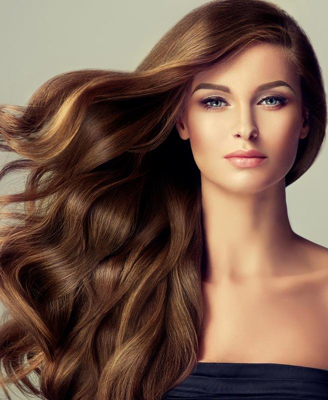 Femme aux cheveux longs