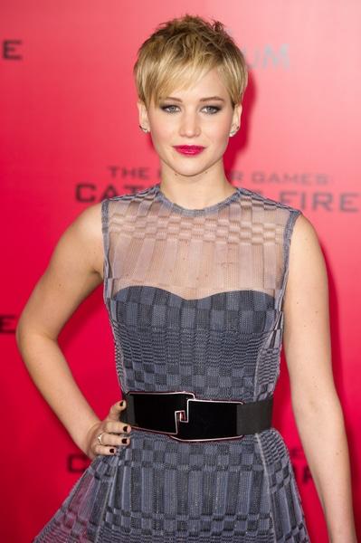 Jennifer Lawrence affichant une coupe pixie